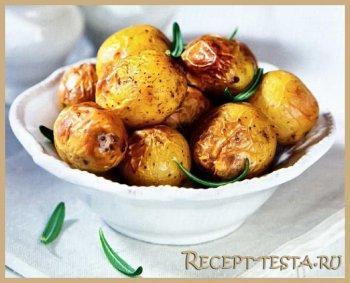 Запеченный картофель с розморином и чесноком